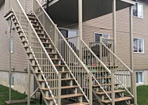 Réalisation Rampes aluminium Mirabel - escaliers et rampe